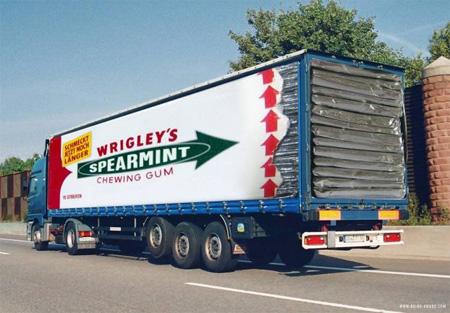 Креативная реклама на грузовиках - Wrigley's